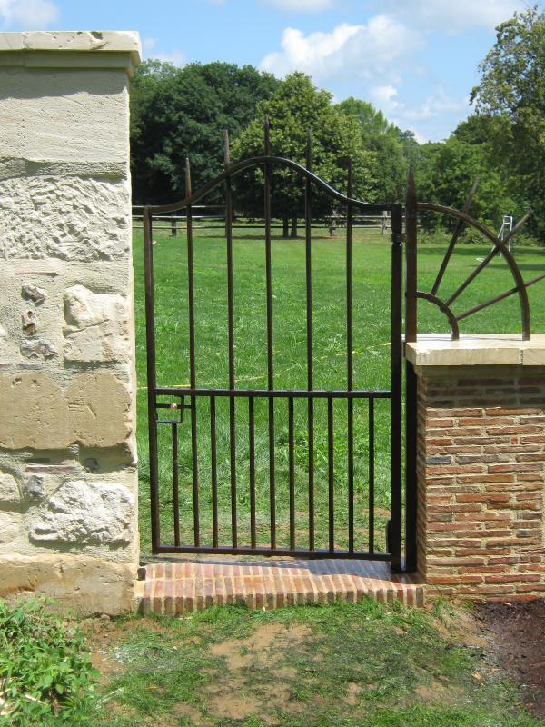 Portail portillon en fer plein normandie ferronerie for Portillon fer plein