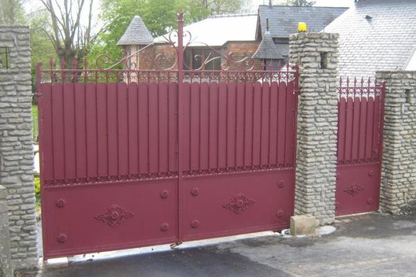 Modele portail fer plein maison design for Portillon fer plein