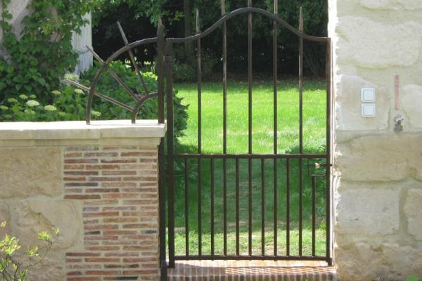 Portail normandie ferronerie artisan ferronnier en for Portillon fer plein